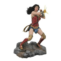 DC Comic Gallery diorama Wonder Woman Bracelets (Justice League Movie) 23 cm