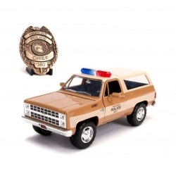 Stranger Things 1/24 Chief Hopper's 1980 Chevy K5 Blazer métal avec badge
